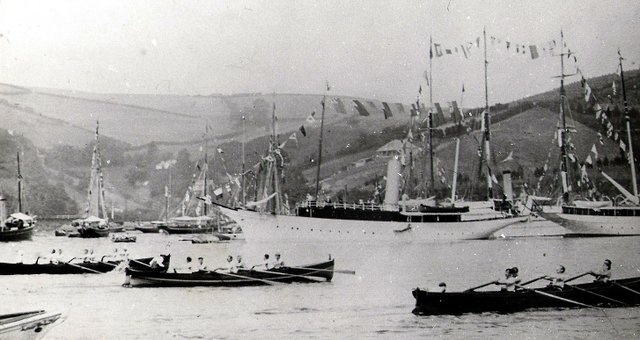 Gig_racing_on_the_dart_1circa_1904.jpg