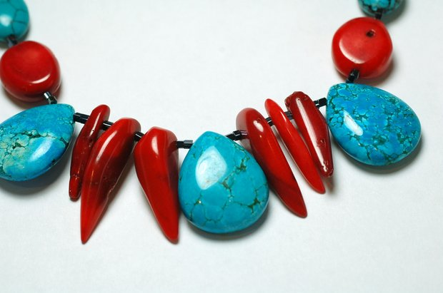 Turquoise_and_coral_necklace.JPG